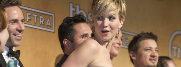 "Jennifer Lawrence wraz z nagrodzoną obsadą ""American Hustle"""