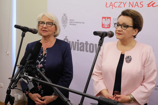 """Na pytanie, czy minister edukacji Anna Zalewska dalej cieszy się zaufaniem premiera, Dworczyk odparł, że takim zaufaniem cieszą się wszyscy ministrowie. """"W związku z tym pani minister edukacji narodowej również"""" - zapewnił."""
