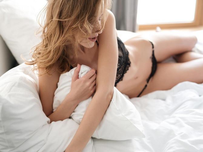 Lezbijski seks 3some