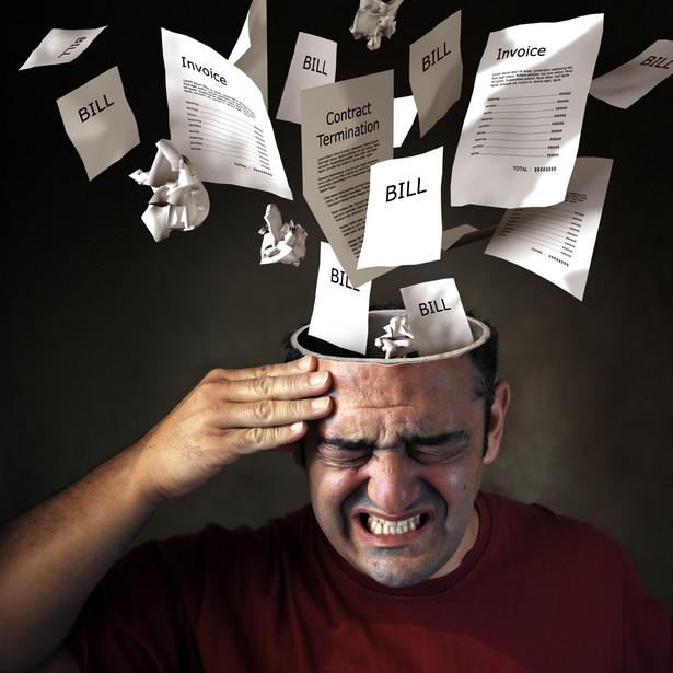 FAŁSZ. Wielu dłużników uważa, że jeśli będą unikać kontaktu z wierzycielem, ich zobowiązanie się przedawni i nie będą musieli go spłacać, co jest błędnym myśleniem. - Nawet przedawniony dług nie znika tak po prostu. W dodatku zobowiązania przedawniają się rzadko i w bardzo specyficznych okolicznościach. Od 2017 r. w Polsce dług przedawniać się będzie po 6 latach, ale nie oznacza to, że po tym okresie przestanie on istnieć. Właściciel tytułu prawnego do zadłużenia ma prawo w dalszym ciągu prowadzić windykację i domagać się spłaty. Warunki, w jakich następuje przedawnienie długu, zostały określone w Kodeksie Cywilnym – przekonuje Aneta Kamińska-Kocot z BEST S.A.