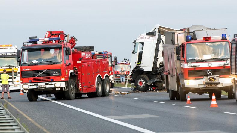 Według ustaleń policji w zderzeniu, do którego doszło na autostradzie A4, zginęły 3 osoby.