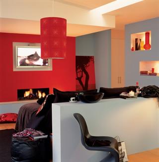Na jaki kolor pomalować mieszkanie: ściana koloru koralowego