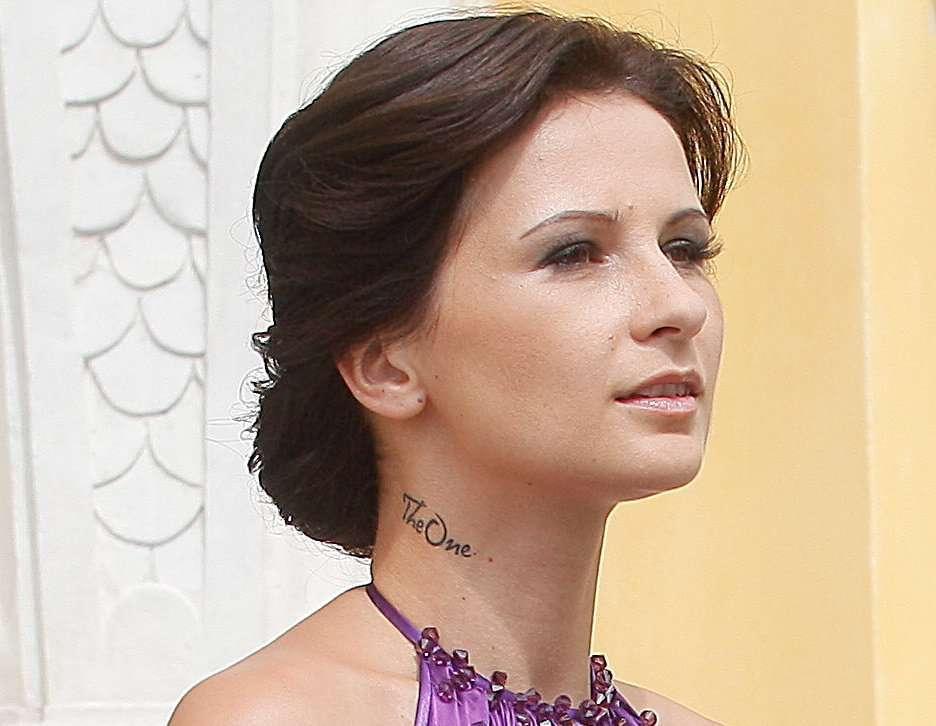 żona Wiśniewskiego Ma Tatuaż Na Szyi Co Oznacza