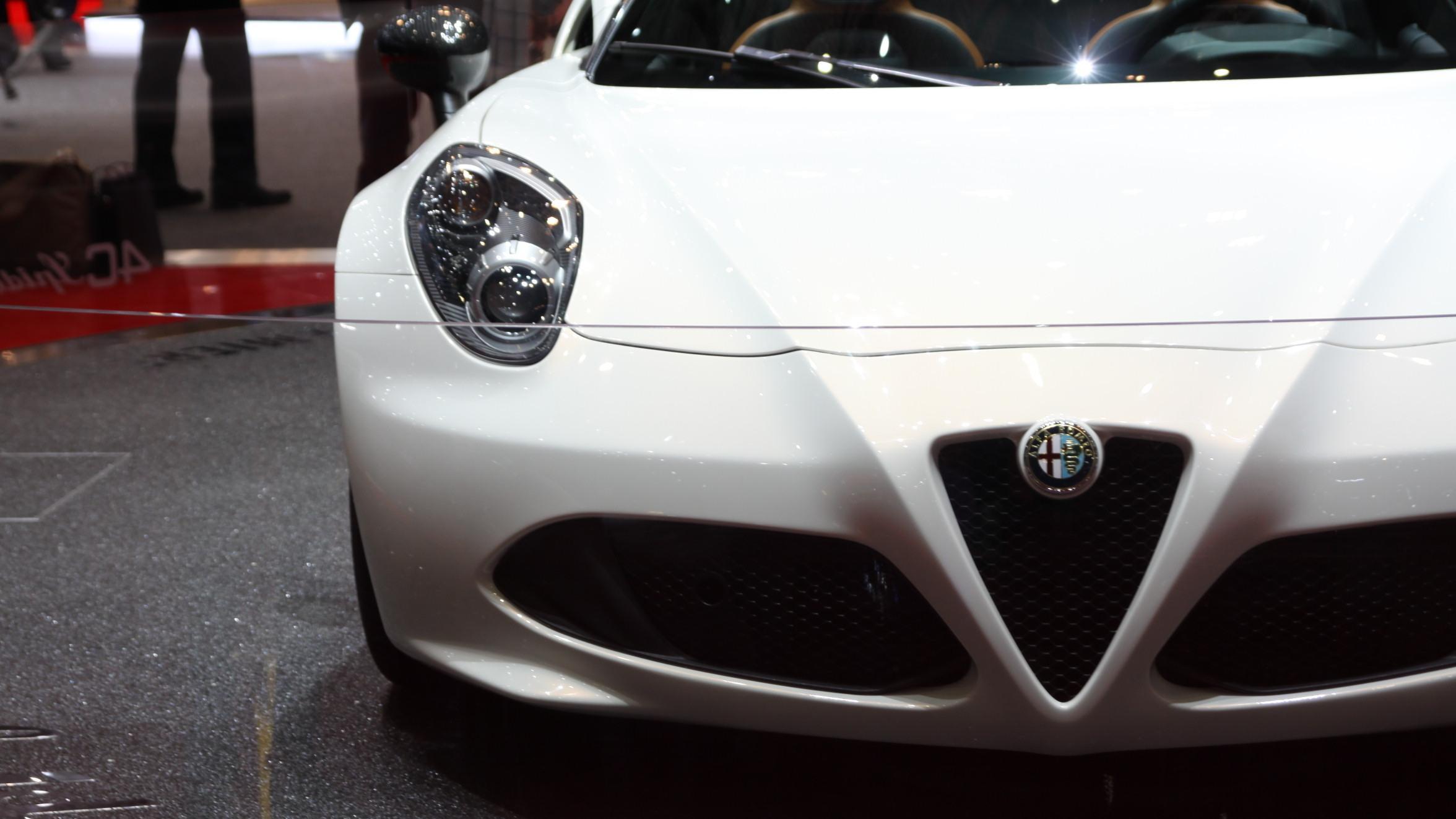 Alfa Romeo 4C straciła dach Moto