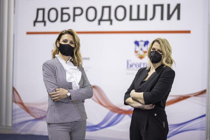 Ana Petrović i Marija Nikšić na Beogradskom sajmu gde se odvija vakcinacija portiv kovida-19, ustupljena fotografija: Marko Đurica