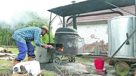 Vestern glumac godinama učio da savlada kako se peče rakija
