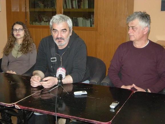 Reditelj Nenad Gvozdenović (u sredini)