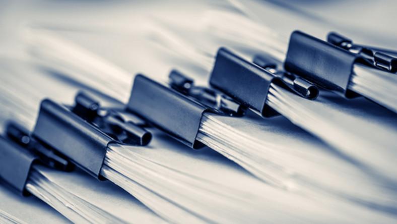 dokumenty, praca, akta, pracownik/fot. Shutterstock