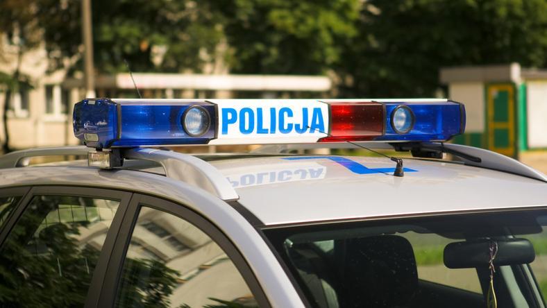 Policjanci zatrzymali 16-latka, który próbował uciec skradzionym samochodem