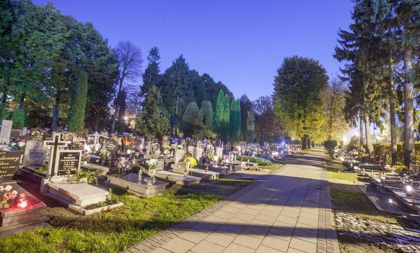 Jedziesz na cmentarz? Zobacz, jakie zmiany czekają na drogach