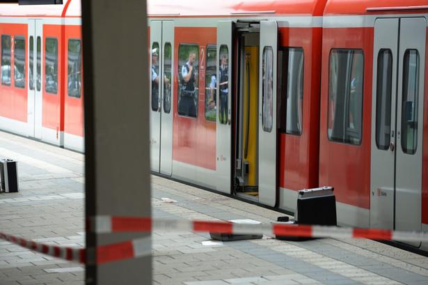 Atak nożownika na dworcu kolejowym Grafing pod Monachium.