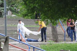 UBISTVO U BULEVARU OSLOBOĐENJA Na ulici pronađen mrtav muškarac, oko njega MNOGO KRVI, policija zatvorila park