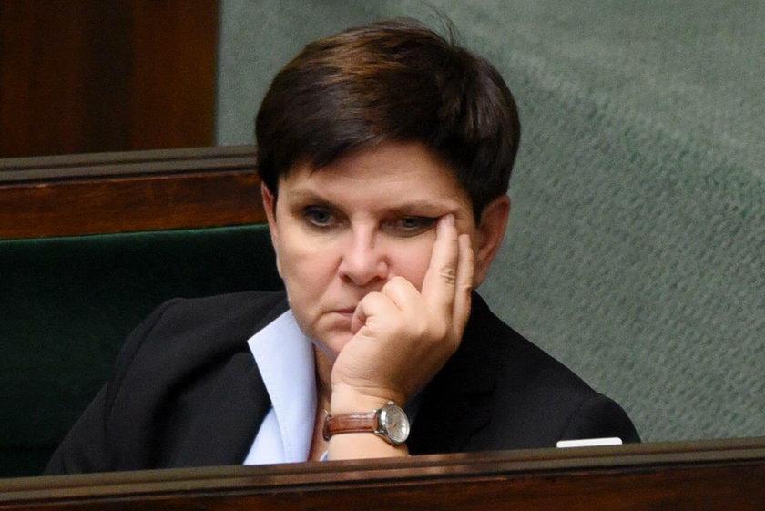 Koszmarne wieści dla Beaty Szydło. Nowy sondaż