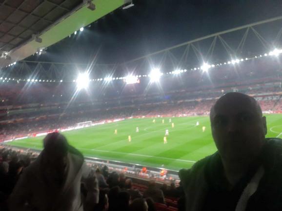 """Urednik sportske rubrike """"Blica"""" Igor Velimirović na stadionu """"Emirati"""""""