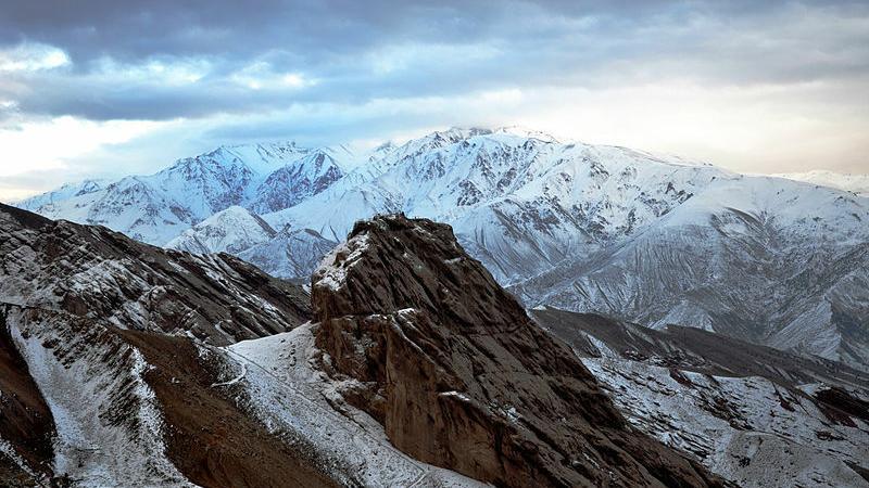 Skała, na której wznosił się zamek Alamut, twierdza Starca z gór Fot. Alireza Javaheri/Creative Commons