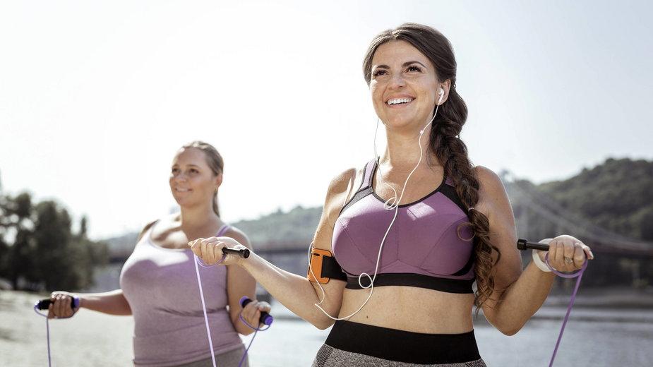 Techniki skakania na skakance treningowej w celu odchudzania