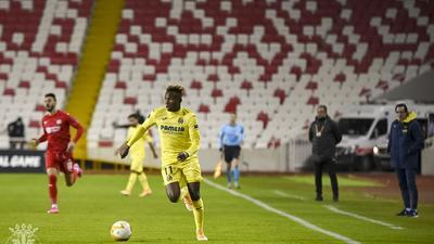 Samuel Chukwueze nets winner for Villarreal in the Europa League