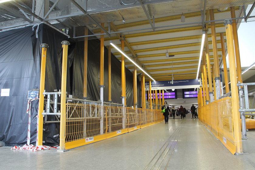 Kolejarze otworzyli tunel na Dworcu Wschodnim