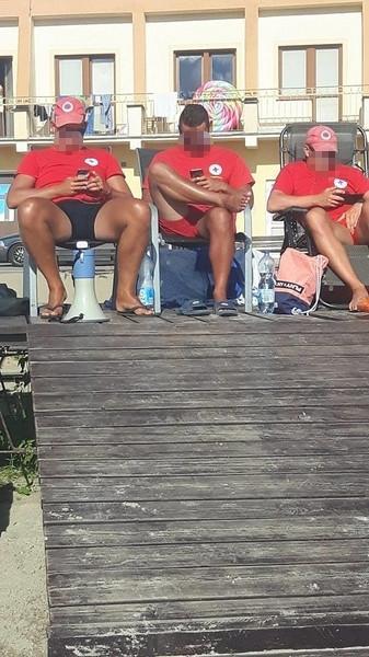 Ratownicy na plaży w Skorzęcinie