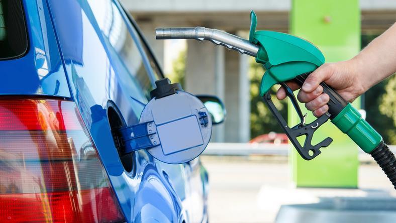 Za sprzedaż paliwa bez koncesji grozi grzywna w wysokości do 5 mln zł lub od sześciu miesięcy do pięciu lat więzienia
