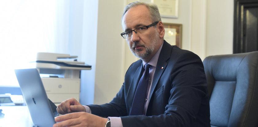 Szkoleni agenci chronią ministra. Niedzielski wyznaje: czuję się zagrożony!