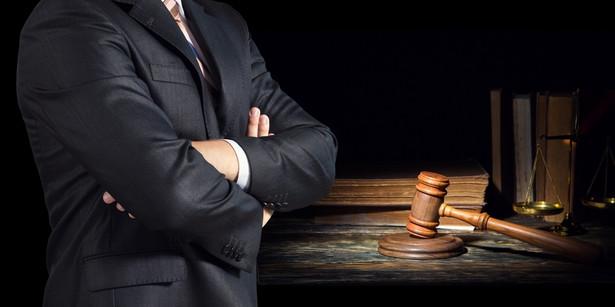 Dotyczy zorganizowanej grupy przestępczej, której śledczy zarzucają oszustwa w podatku VAT, sięgające kwoty 700 mln zł. Zarzuty w tej sprawie postawiono dotąd dwudziestu osobom.