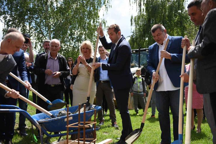 Polaganje kamena temeljca za novu školu u Zvečki