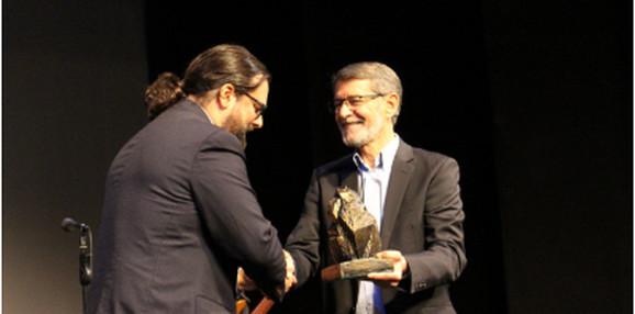 Andrej Nikolaidis (levo) prima Nagradu