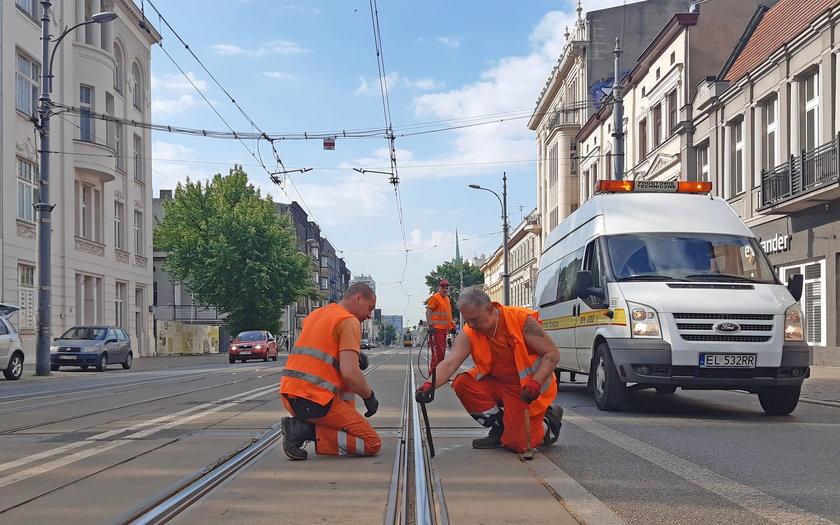 ak wyglądają tory tramwajowe na Piotrkowskiej w Łodzi