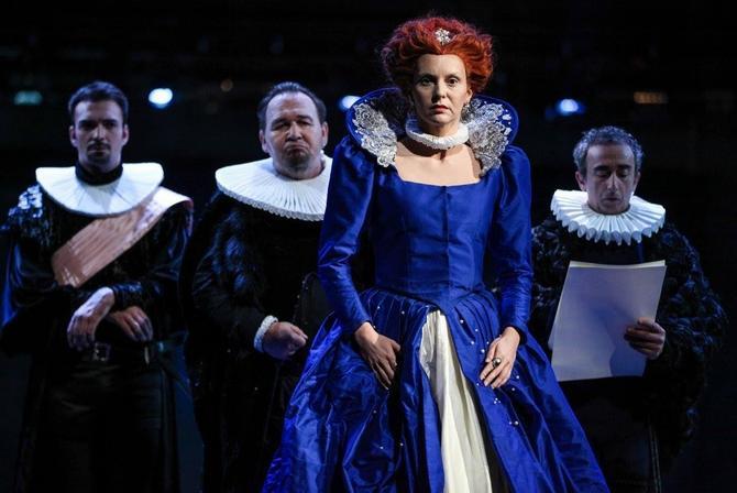 Nada u ulozi kraljice Elizabete