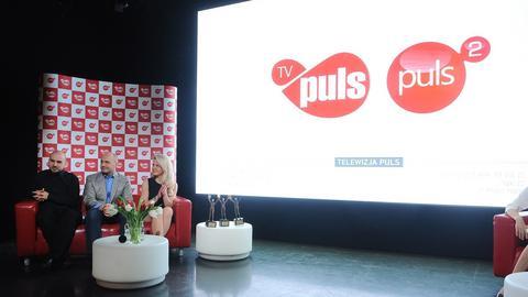 Prezes Dariusz Dąbski na jednej z konferencji prasowych TV Puls