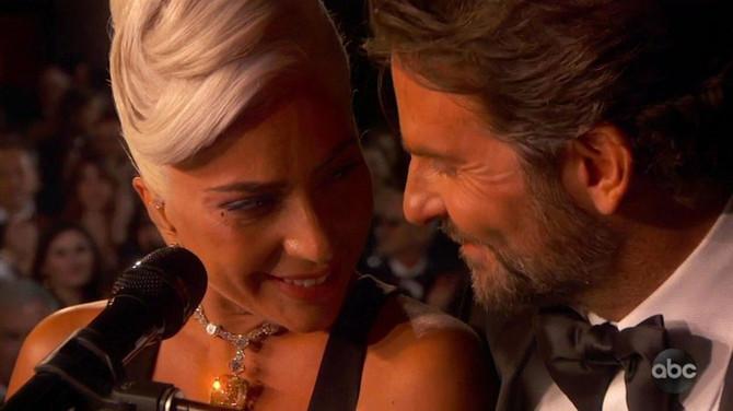 Nastup Ledi Gage i Bredlija Kupera na dodeli Oskara 2019. u Los Anđelesu