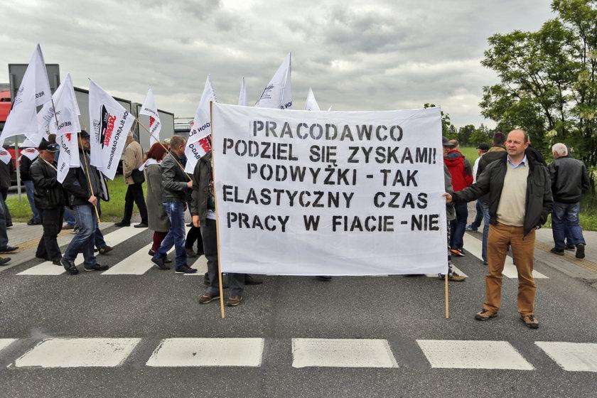 Transparenty protestujących