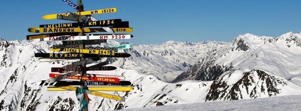 Ischgl jest szczególnie znany za sprawą swojego ośrodka narciarskiego Silvretta Arena, łączączym miasto ze szwajcarskim Samnaun. Ponad 200 kilometrów tras narciarskich i 40 wyciągów tworzy tam jeden z największych, a przy tym jeden z najbardziej obfitujących w śnieg ośrodków narciarskich w Alpach. Sezon zimowy rozpoczyna się każdego roku na początku listopada i trwa do końca kwietnia. Ischgl uchodzi dziś za jeden z najbardziej ekskluzywnych i najnowocześniejszych ośrodków narciarskich w Alpach.