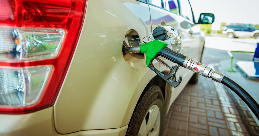 Na początku października paliwa są droższe niż przed rokiem