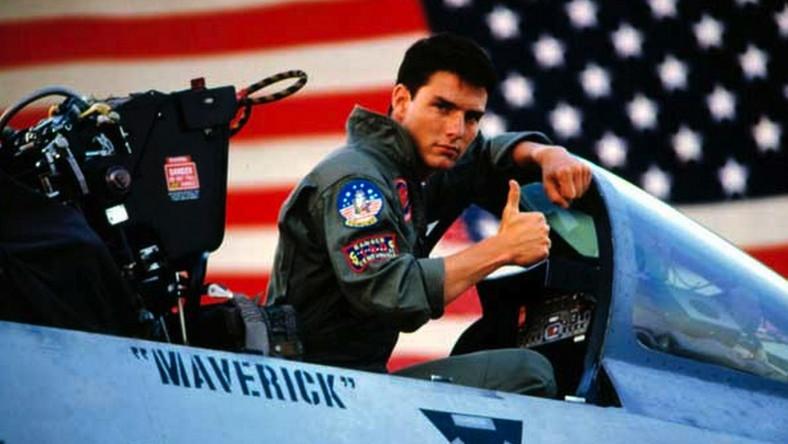 """–Żadnych efektów komputerowych – mówi Tom Cruise. Gwiazdor (znany z wykonywania scen kaskaderskich) ponownie ma wcielić się w pilota myśliwca """"Mavericka"""" Mitchella w kontynuacji obrazu z 1986 roku i chce zrobić to tak realistycznie, jak to możliwe. Pomysł realizacji """"Top Gun 2"""" pojawił się w Hollywood kilka lat temu. Za kamerą miał stanąć Tony Scott, reżyser oryginału. Twórca popełnił jednak samobójstwo. Do idei wrócono w 2014 roku za sprawą Jerry'ego Bruckheimera. Justin Marks jużpisze scenariusz."""