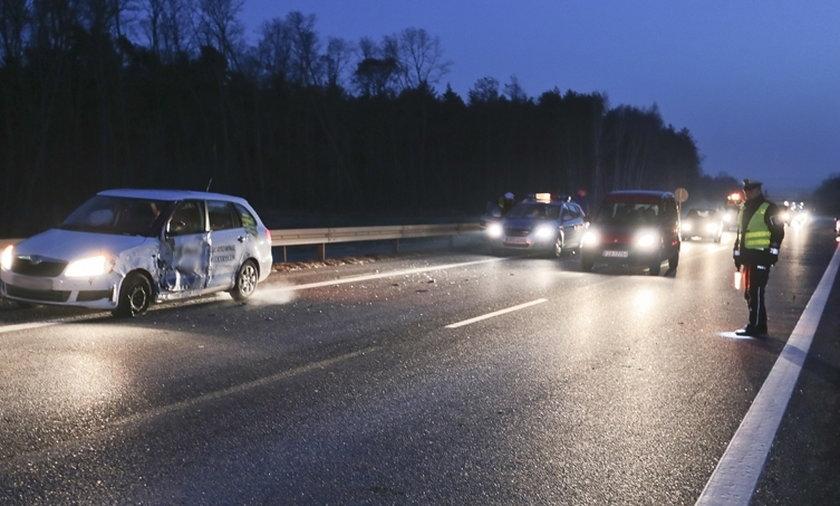 Zderzenie trzech samochodów na S3 pod Sulechowem