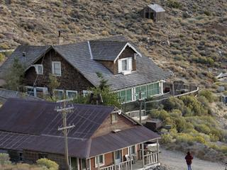 (Owens Valley) ? ? The former rip?roaring 1870s silver town ? Cerro Gordo ? is fighting to stay ali