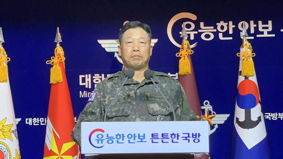 Generał Ahn Young-ho podczas konferencji w południowokoreańskim MON