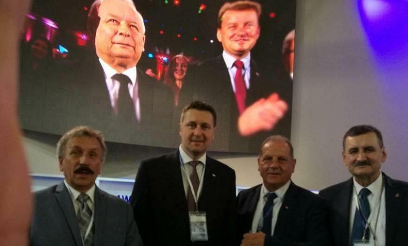 Zgrzyt na kongresie PiS. Zbonikowski w drugim rzędzie