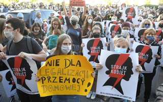 PiS o konwencji stambulskiej: Przemyca promocję ideologii gender. Opozycja: Wzmacnia opiekę nad ofiarami przemocy