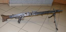 Karabin i trzy skrzynie amunicji w domu