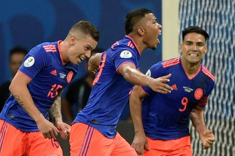 Roger Martinez (center) celebrates the opening goal as Colombia beat Argentina 2-0 in Salvador