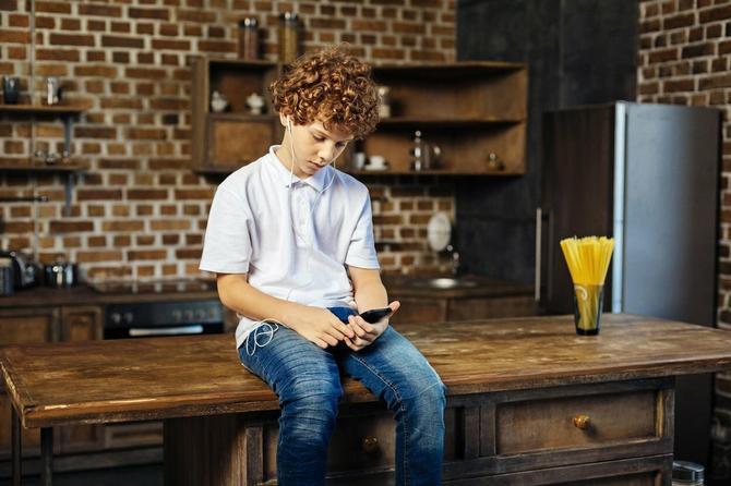 Virtuelno nasilje sve izraženije, jer nam deca žive na internetu