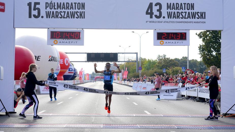 Yared Shegumo na mecie 43. Maratonu Warszawskiego