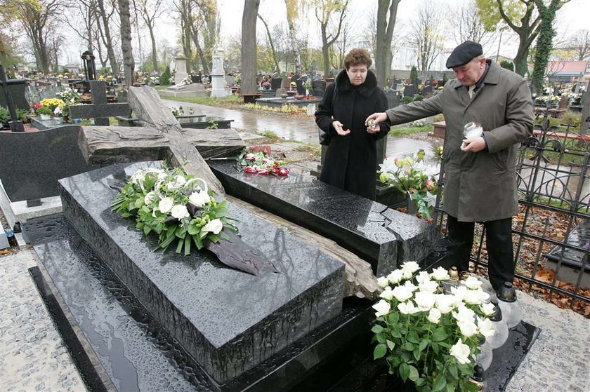 Kto leży w grobie Olewnika?