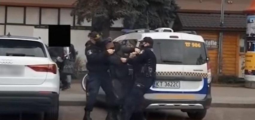 Strażnicy miejscy interweniowali w sprawie... hot doga. Szarpanina w Tarnowie