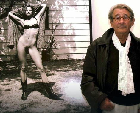 Helmut Njutn na izložbi svojih fotografija u Cirihu 2001.