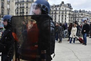 Reforma systemu emerytalnego we Francja. Święta nie przerwały strajków