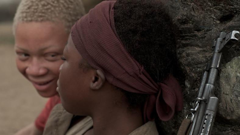 """""""Wiedźma wojny"""" – brutalna opowieść o dzieciach żołnierzach w Kongo"""